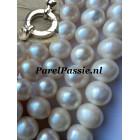Verkocht Parelcollier * room kleurige parels met groot modern slot zilver  50cm