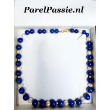 Parels in blauw collier witte zoetwater zilveren goudkleurigslot max. 50cm - 52cm max.