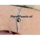 Zilveren armband met zwarte Akoya parel spang draad