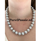 Gigantisch grijs parelcollier 13-15mm parels, modern slot 49 a 50cm