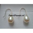 Pareloorbellen roomwit top kwaliteit  8x10 mm druppel AAA parels