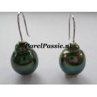 Tahiti * pareloorbellen pauw groen barok 12 x 16mm witgoud 14k